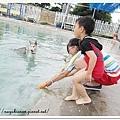我和小鬼一起玩水~