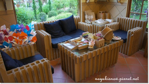 用紙做的沙發