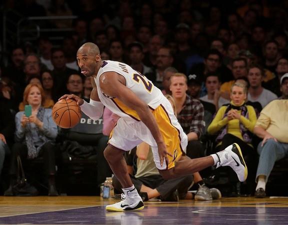 NBA即時比分/布萊恩大三元 湖人終止3連敗