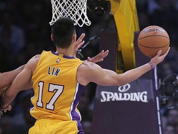 NBA賽程/聲東擊西妙傳 豪跟布瑟搭上線