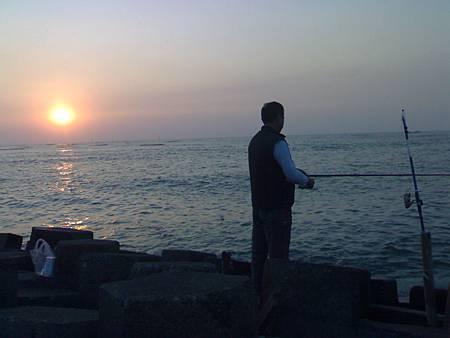 夕陽下的男人