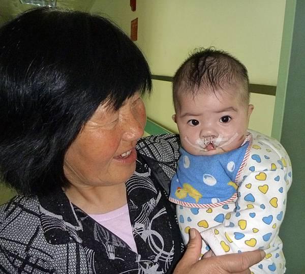 奶奶和王宁娟(住院时)