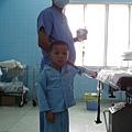 勇敢地走向手術台 或許是長大也或許是顎裂造成的語言障礙讓他很成熟 願意全然配合醫療流程