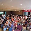 76 座談會-台下坐滿了家長與小朋友