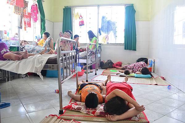 術後病床區床位不足需睡地上2