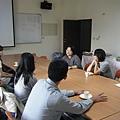 2011-10-30 下午系友回娘家相片(主任與學生、系友及系友之家長談話).jpg