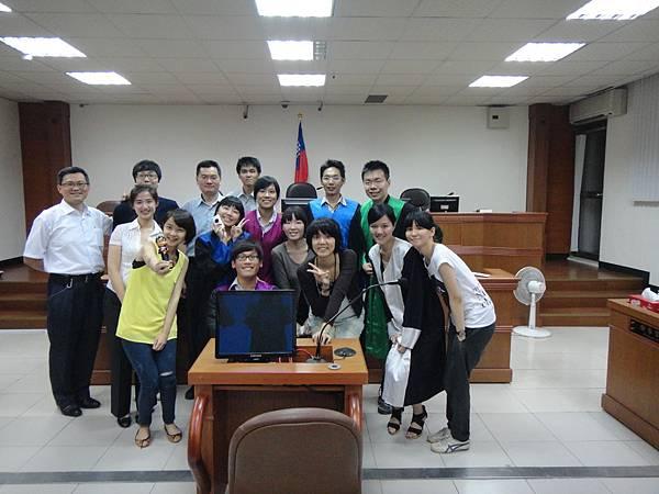 法庭演練大合照(地點是新竹地院的法庭喔!)