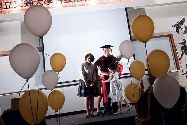 博班畢業生群顯學長與他的家人
