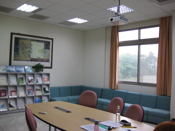 圖書室3.JPG