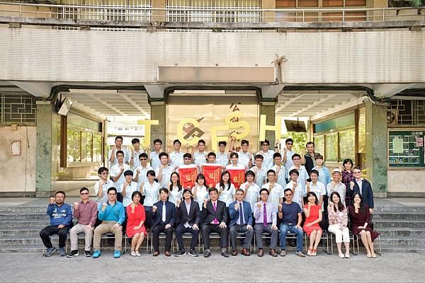 團體畢業照3.jpg