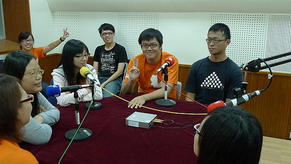 20100613 至中央廣播電台受訪-資深志工說起話來果然就是不一樣