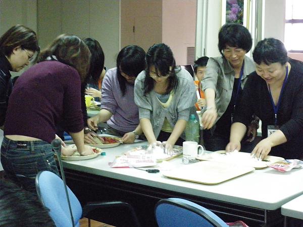 990410園藝治療工作坊-老師們搓艾草湯圓
