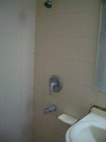 涵二浴室的淋浴設備
