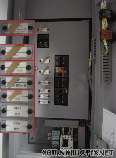 20111204_行雲二莊_藏在櫃子中的電箱中層