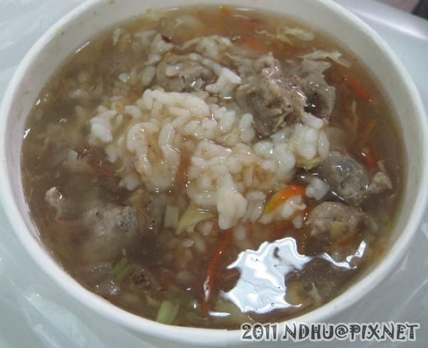 20111207_花蓮靈糧堂東華福音中心前午餐車_肉羹飯40元