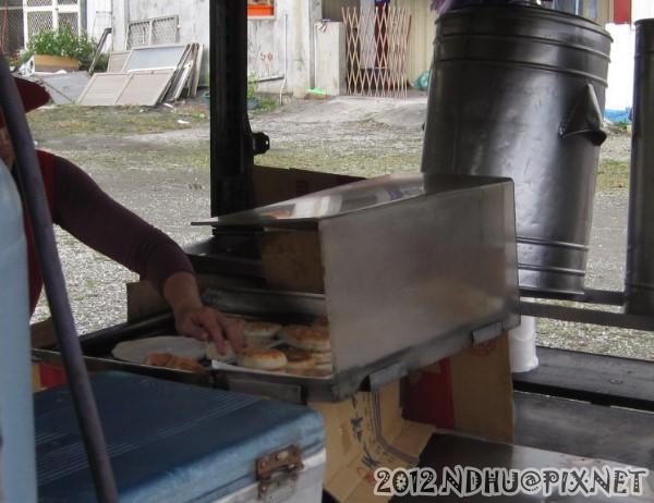 20120116_台九餡餅蔥油餅_調理區