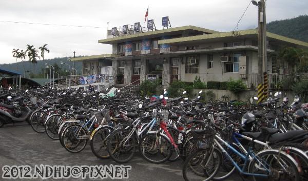 20120407_志學車站停車場春假期間爆滿1