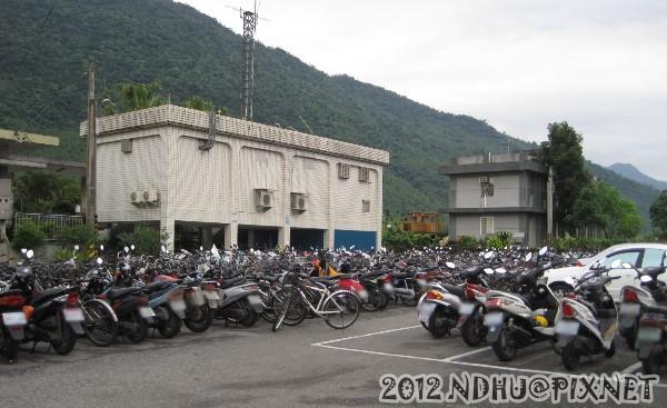 20120407_志學車站停車場春假期間爆滿3
