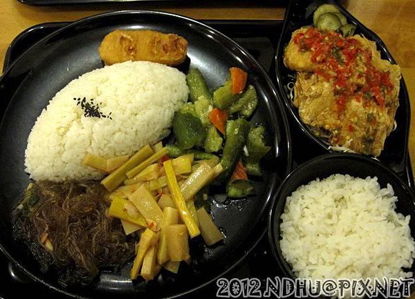 20121231_齊亭簡餐_吃不到臭豆腐飯70元加飯