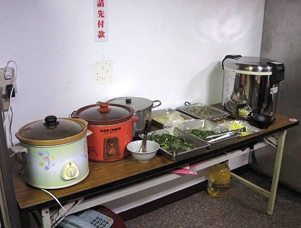 20130331_鐘師父牛肉麵館_廚房一角