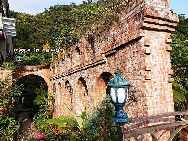 紅磚拱橋網美咖啡廳青立方