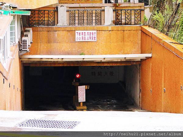 地下停車場出入口.JPG