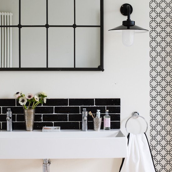 Black-and-White-Bathroom-sink-Homes-and-Gardens-Housetohome