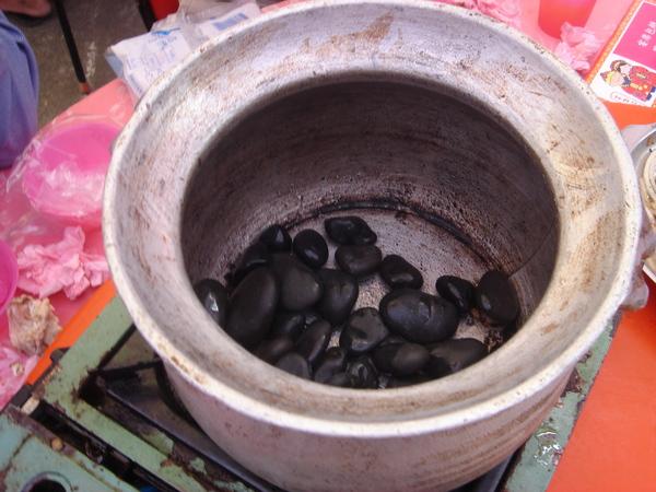 鐵甕與鵝卵石