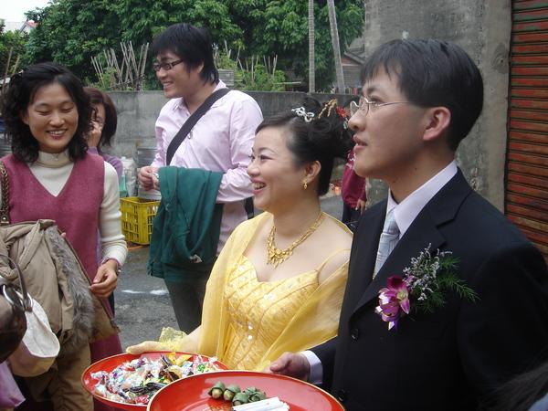 華麗的黃金色婚紗