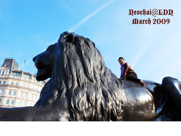 Trafagar square lion clambing-2.jpg
