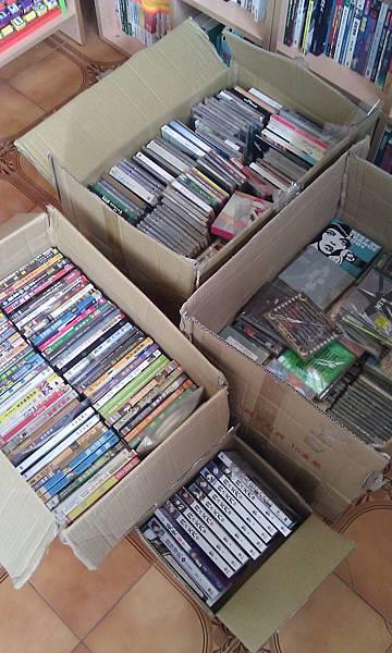 開店前收的dvd及書