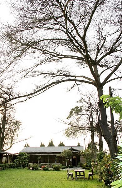 6-5「晴耕雨讀小書院」擁有綠意盎然的寬廣庭院,讓愛書人可以遠離塵囂,享受幽靜自在的閱讀氛圍。.JPG