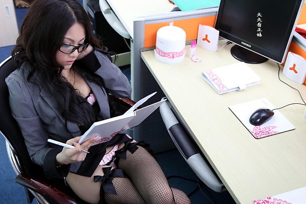 Zheng-Yifei-Office-01.jpg