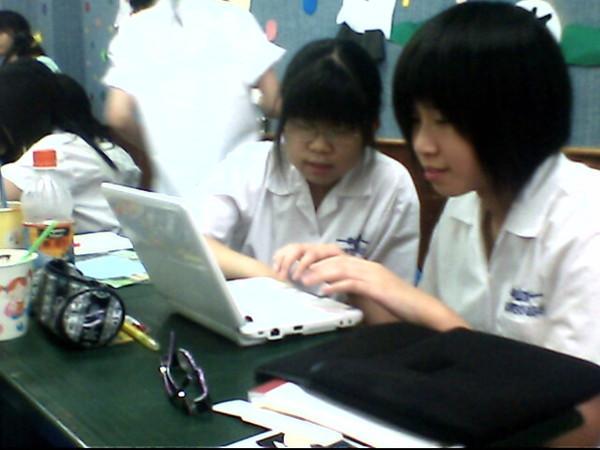 三個人或兩人一台電腦