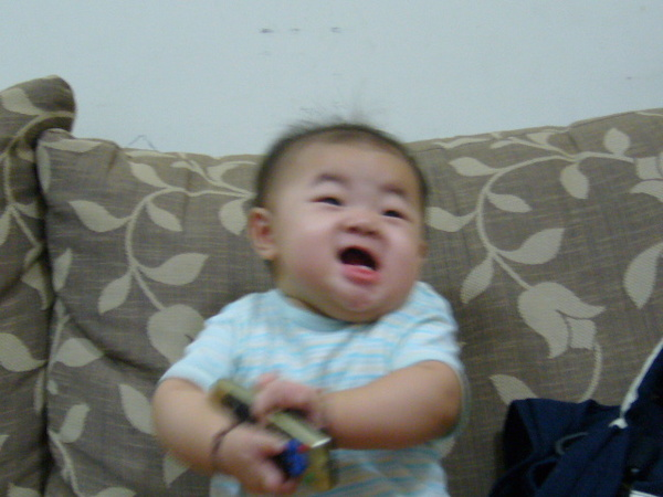 不過因為我們看到就一直笑,她搞不好以為這表情很CUTE@@