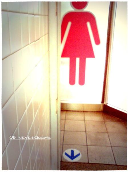 紅色的女生