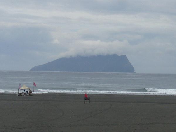 龜山島上有浮雲