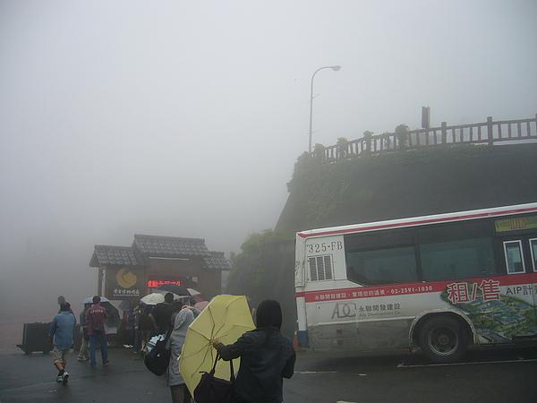濃霧中上山