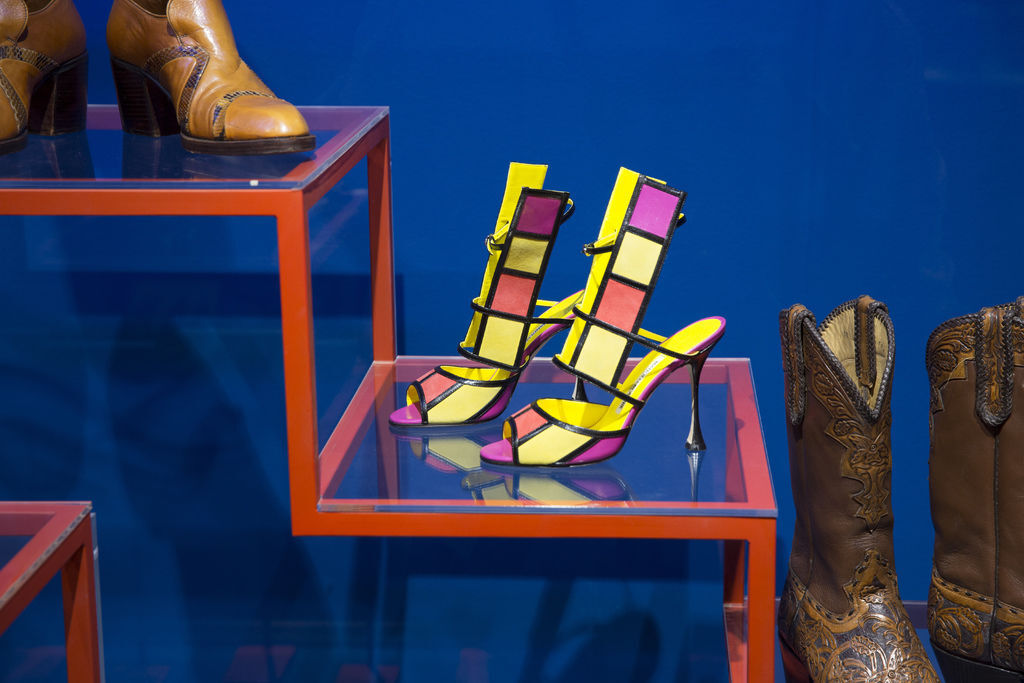 6._Installation_view_of_Shoes_Pleasure_and_Pain_13_June_2015_-_31_January_2016_c_Victoria_and_Albert_Museum_London