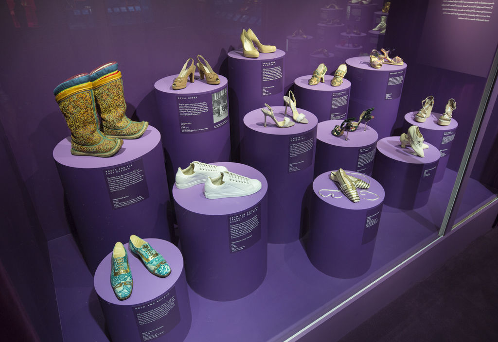 5._Installation_view_of_Shoes_Pleasure_and_Pain_13_June_2015_-_31_January_2016_c_Victoria_and_Albert_Museum_London