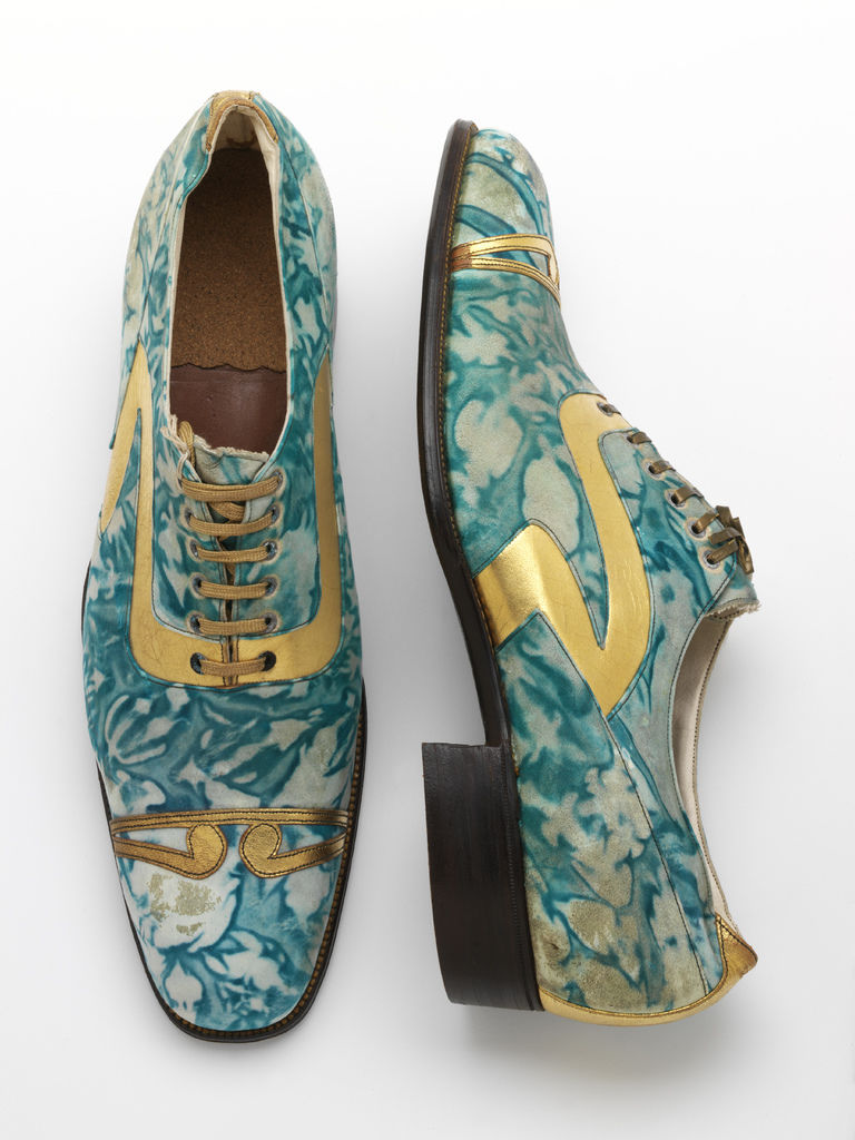 10._Mens_shoes_gilded_and_marbled_leather_Northamptonshire_England_c.1925__Victoria_and_Albert_Museum_London