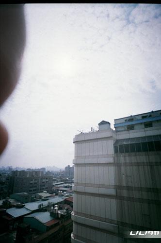 對著太陽拍(手還是入鏡= =)這捲應該是手指全集