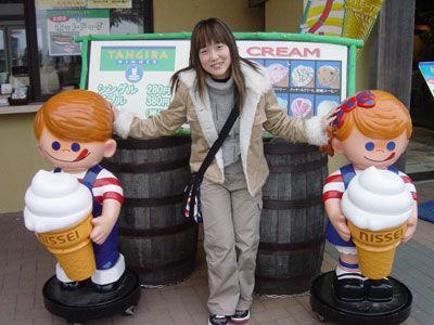可愛的賣冰兄妹倆~可惜太冷了!!吃不下冰...