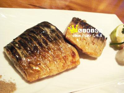 烤鯽魚,薄薄的皮很脆,肉很嫩(180元)
