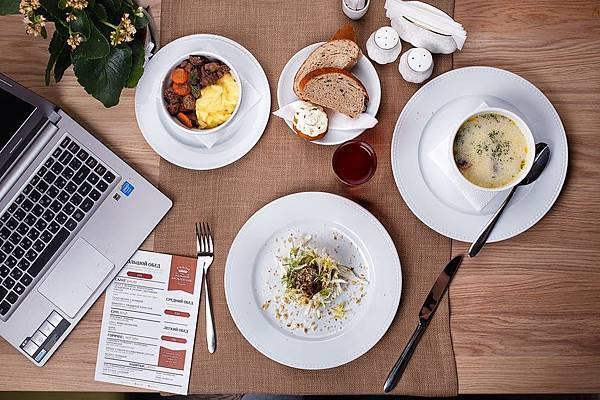 food-business-lunch-restaurant-lunch-163018.jpeg
