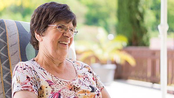 grandma-2198060__340.jpg