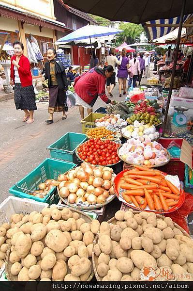 nEO_IMG_寮國龍波邦-傳統市場-0829