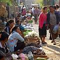 nEO_IMG_寮國龍波邦-傳統市場-1133