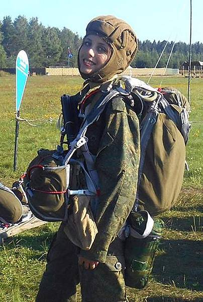 俄羅斯24歲空降女兵
