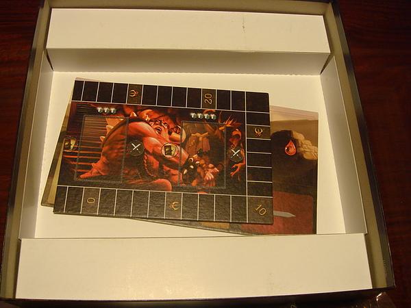 遊戲盒底層2.JPG